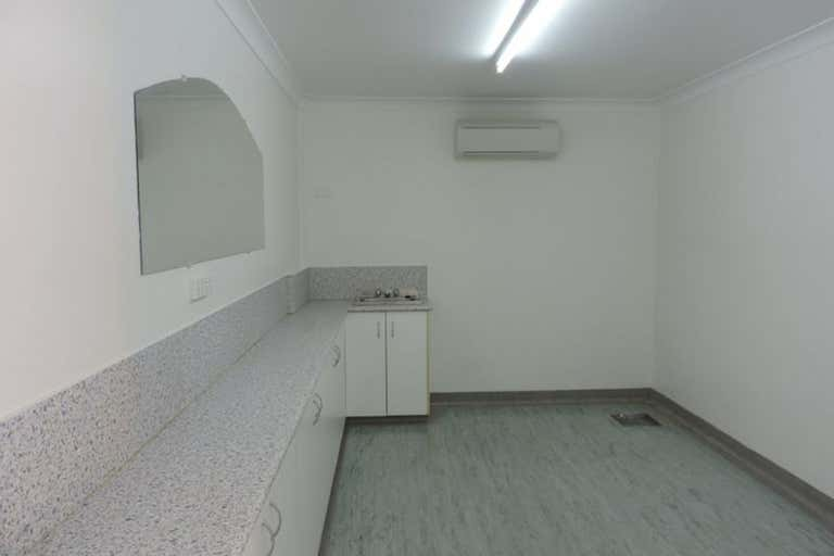 Shop 3, 392 Dean Street Frenchville QLD 4701 - Image 4