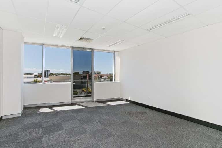 21/75 Wharf Street Tweed Heads NSW 2485 - Image 4