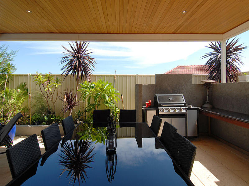 Outdoor living design with balcony from a real Australian ... on Aust Outdoor Living id=18510